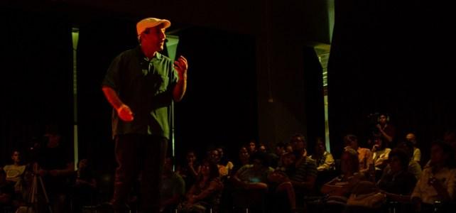 Charla de motivación, liderazgo y trabajo en equipo con Cachito Vigil, en el teatro Prosa de Misiones