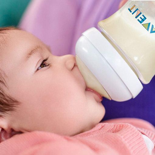 Bebé comiendo