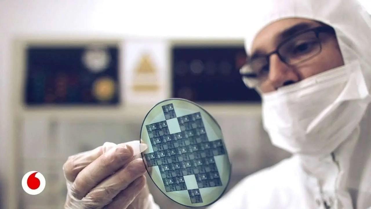 Lee más sobre el artículo Nanotecnología: Chips de Grafeno implantados en el cuerpo humano