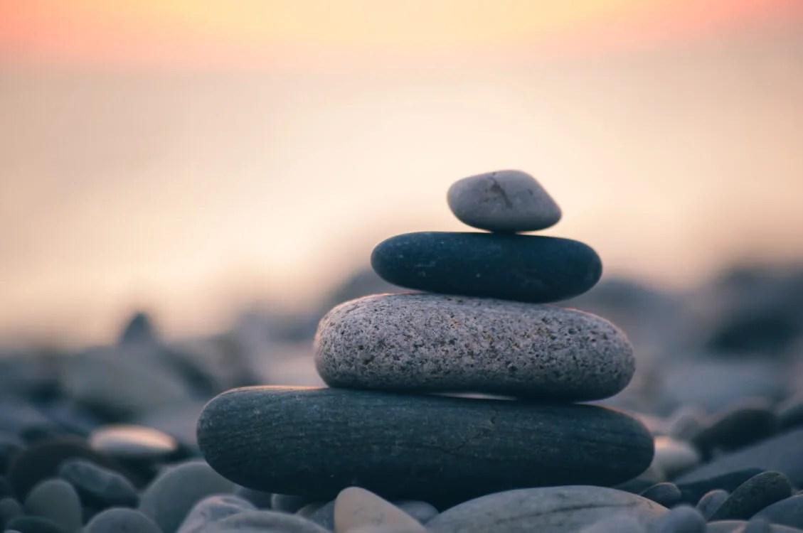 に 石 も 年 の 意味 三 上