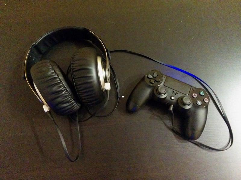 Kopfhörer am PlayStation 4-Controller anschließen und Spiele-Sound hören