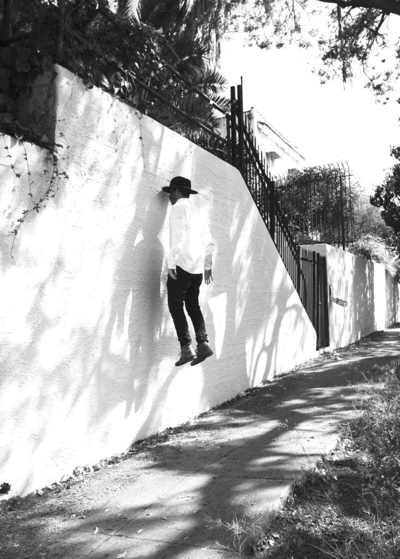 La gravità e le sue difficoltà: le foto di Mike Dempsey 7