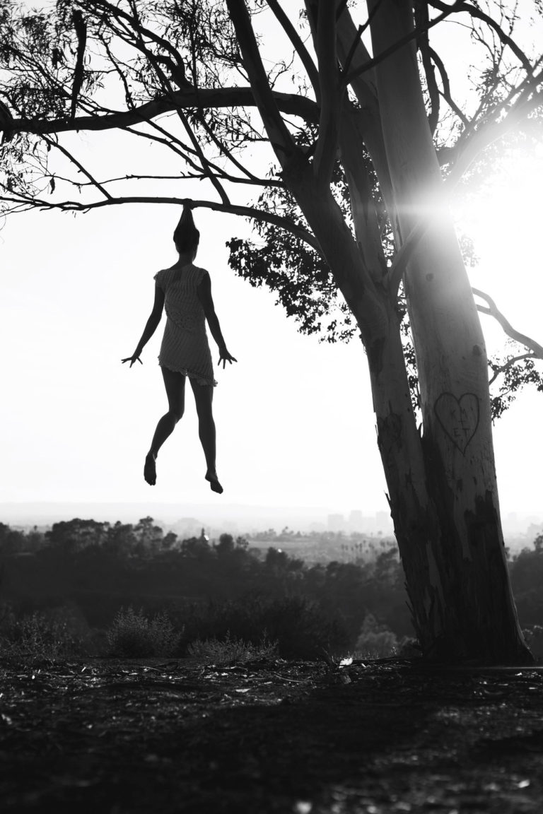 La gravità e le sue difficoltà: le foto di Mike Dempsey 8