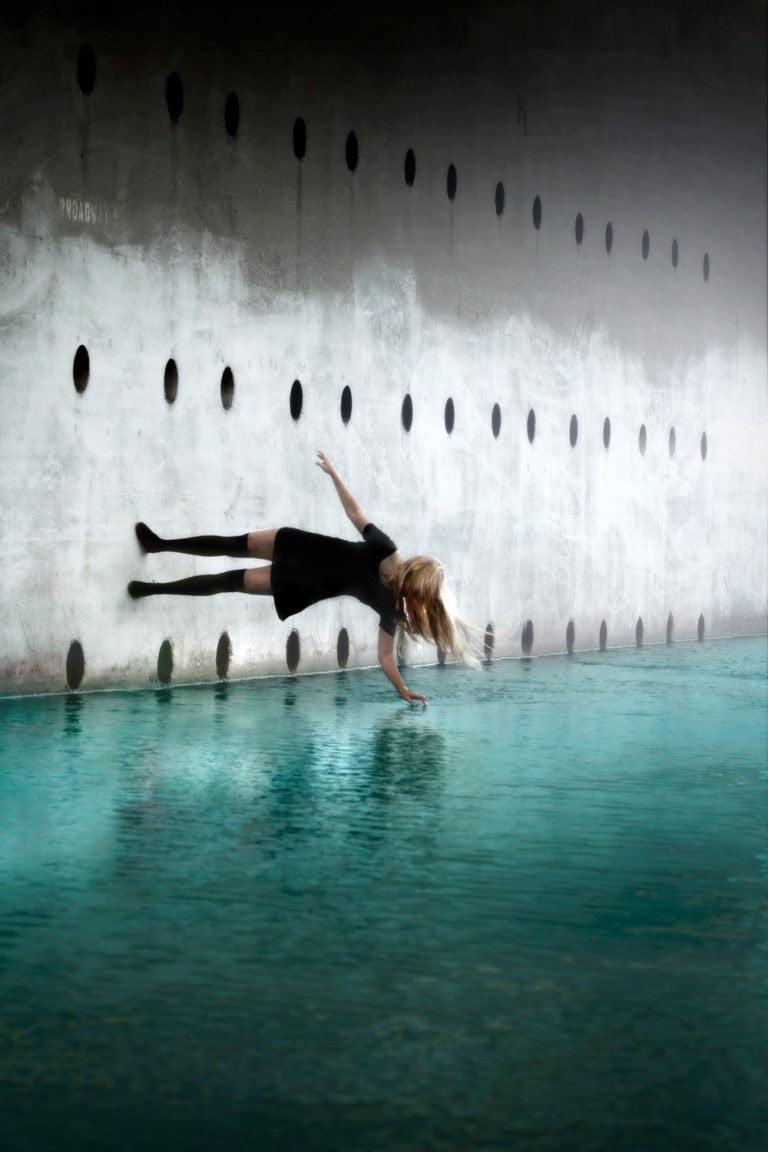 La gravità e le sue difficoltà: le foto di Mike Dempsey 11