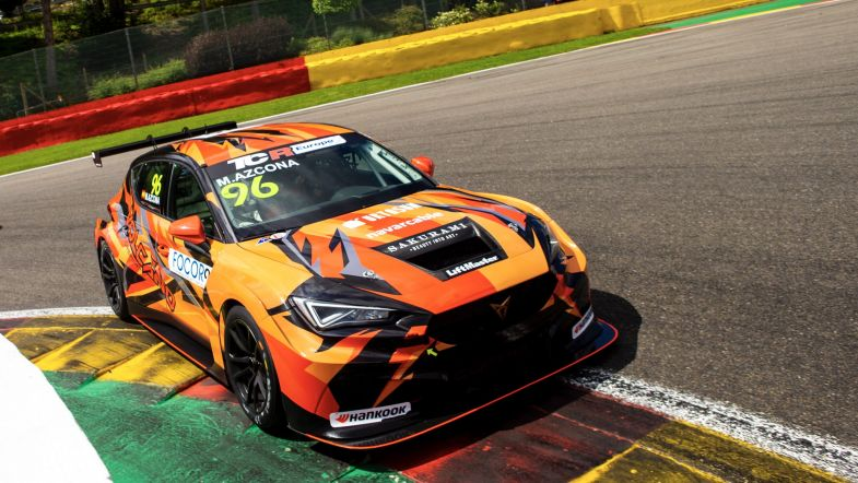 TCR Europe: Mikel Azcona vince Gara 1 a Spa-Francorchamps