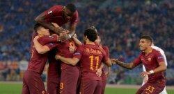 roma-viktoria-plzen-esultanza-giocatori-3