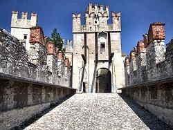 Sirmione - Ingresso Principale Castello