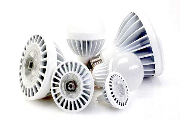 sostituire le vecchie lampadine con nuove lampadine led