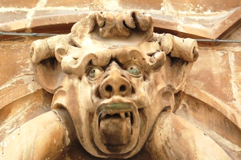 Arte e allegoria nei mascheroni barocchi