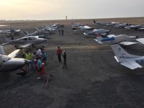 Gli aerei parcheggiati alla sera a Dakhla