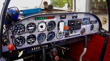 La cabina del CAP 10