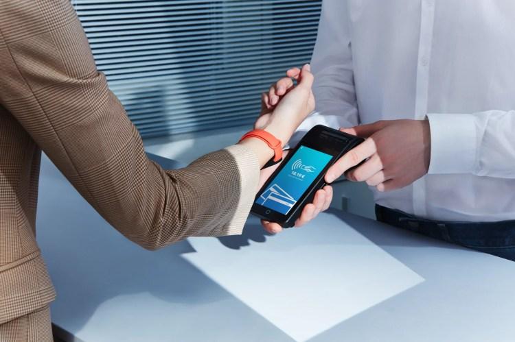 Xiaomi Mi Smart Band 6 NFC arriva in Italia con i pagamenti contactless