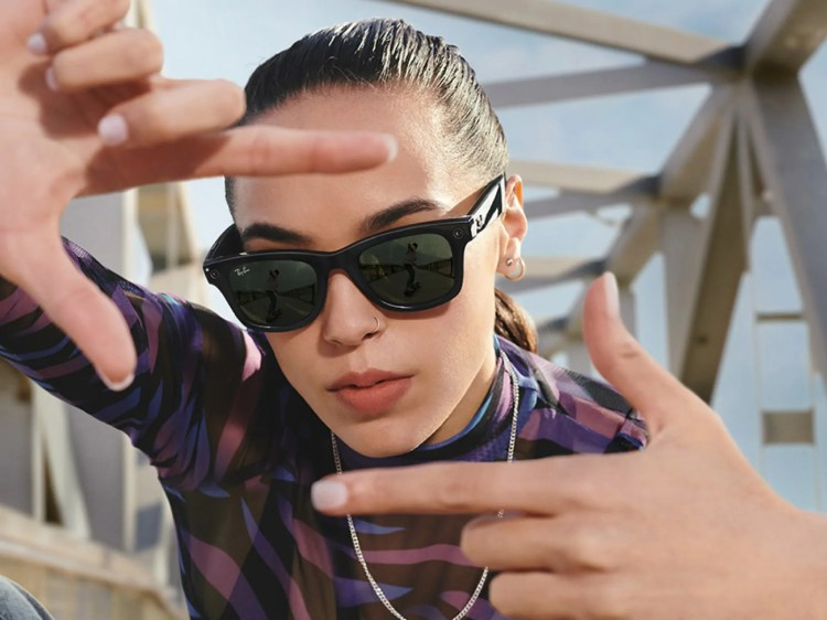 Ecco Ray-Ban Stories, gli occhiali smart realizzati con Facebook