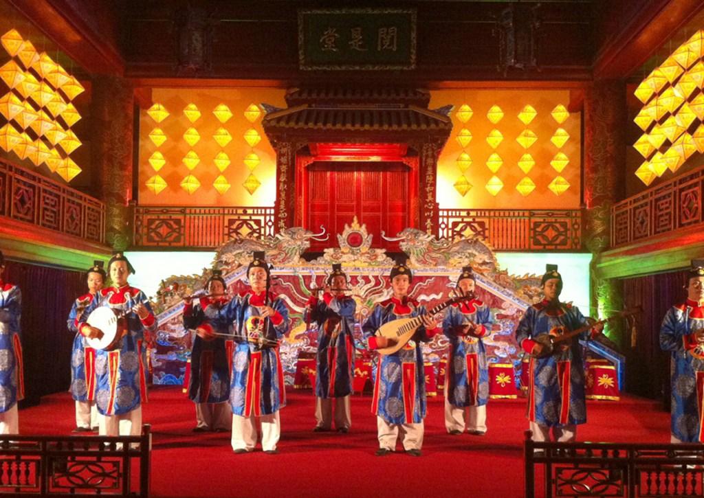 Un'esecuzione della Nha Nhac, la musica di corte del Vietnam patrimonio UNESCO