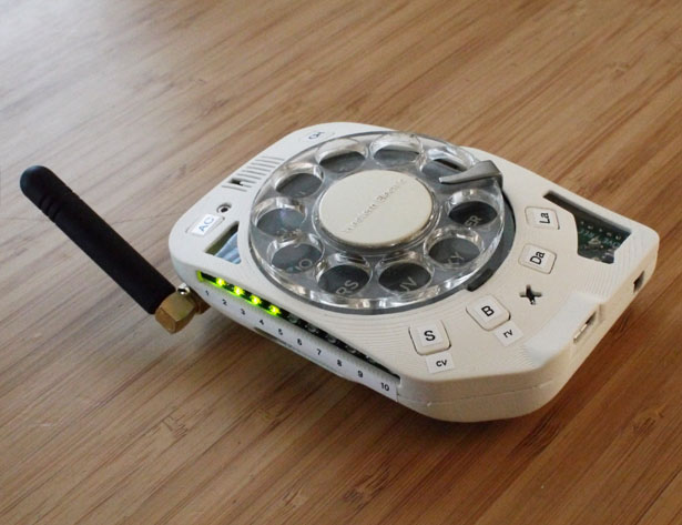 هاتف محمول دوار - شخصي للغاية وملمس تمامًا