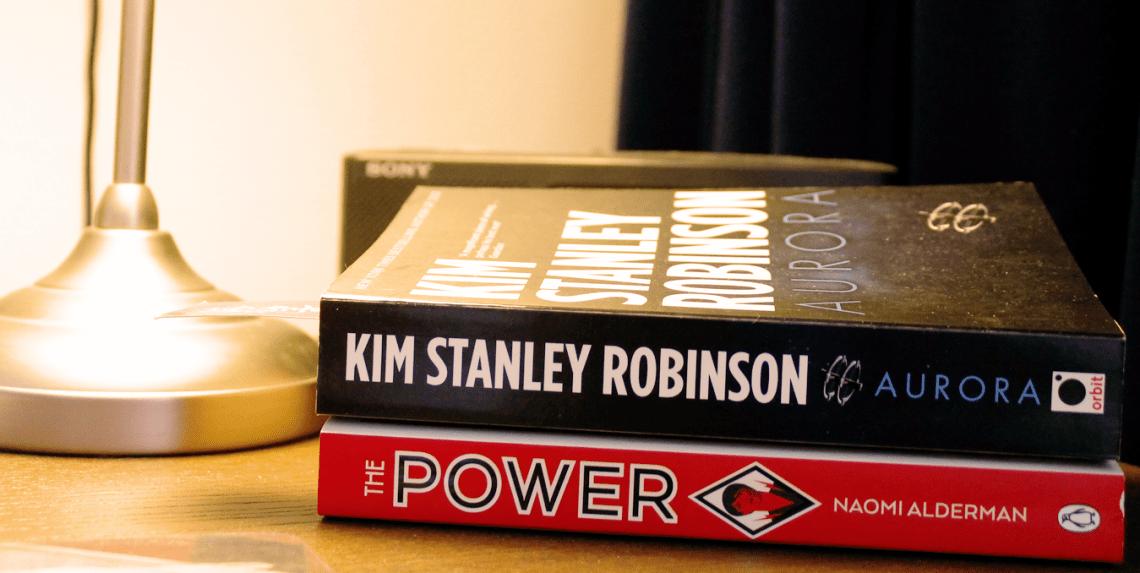 Boeken op nachtkast