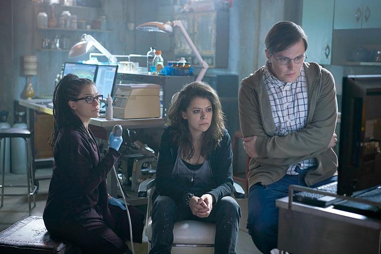 Cosima (TATIANA MASLANY), Sarah (TATIANA MASLANY), and Scott (JOSH VOKEY)
