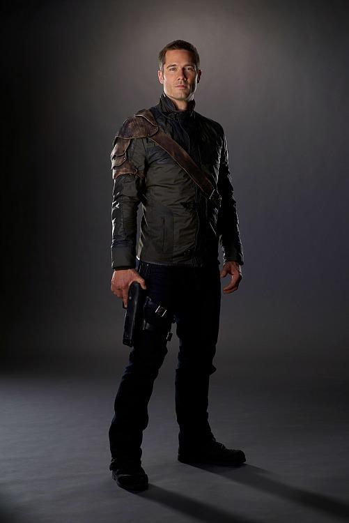 Luke Macfarlane as D'Avin Jaqobis