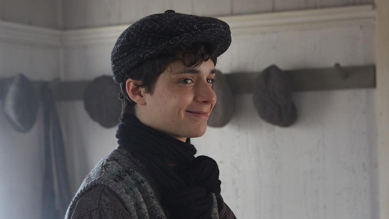 Lucas Jade Zumann as Gilbert Blythe