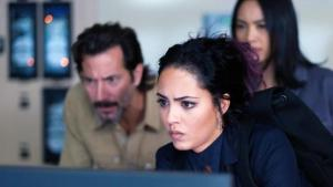 Tate Donovan returns as Oversight in Macgyver Season 4 Episode 9
