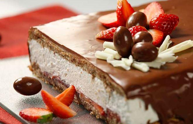 IDEALNA ZA OBITELJSKO DRUŽENJE! Ovoj torti neće odoljeti ni oni koji su se prejeli tijekom uskršnjeg ručka