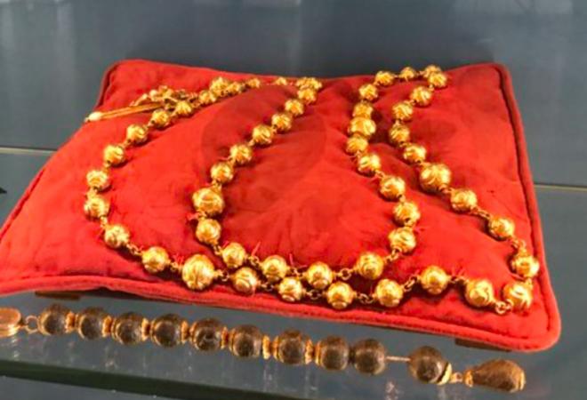 Tragičan gubitak za katoličku povijest: Ukradena zlatna krunica pogubljene škotske kraljice