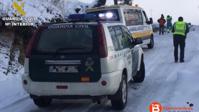 Photo of La Guardia Civil auxilia a dos enfermos ante la dificultad de acceso de una ambulancia por la nieve