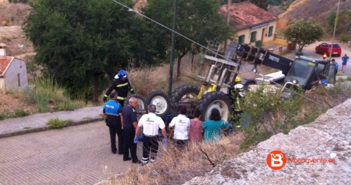 tractor volcado en toro