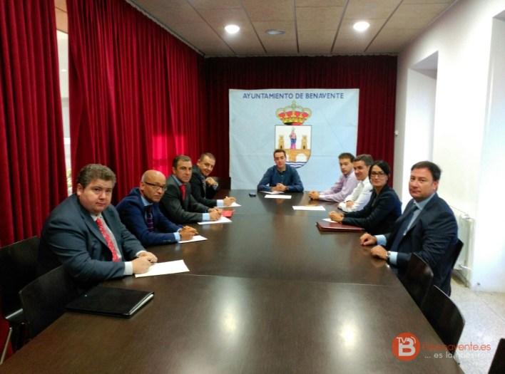 reunión alcalde Benavente Cajas