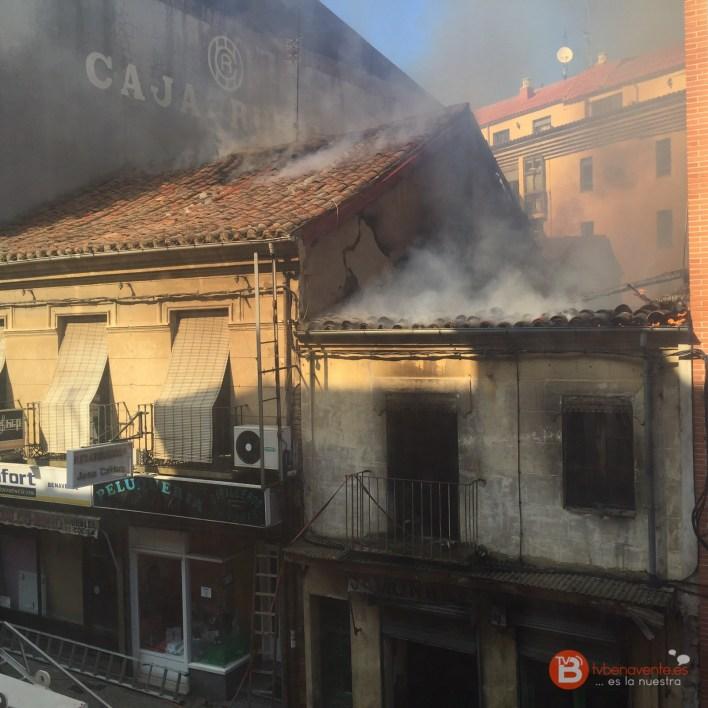 INCENDIO - FUEGO - CALLE SANTA CRUZ - TVBENAVENTE - 14octubre2015