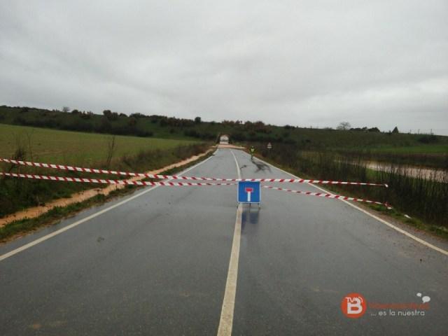 Carretera cortada entre Benavente y Villabrázaro