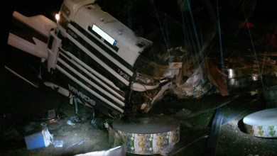 Photo of Tres heridos, uno de ellos grave, tras el vuelco de un camión en la A-6, cerca de Cerecinos de Campos.