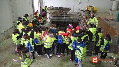 """Photo of Los alumnos de """"La Vega"""" visitan la EDAR con motivo del Día mundial del Agua"""