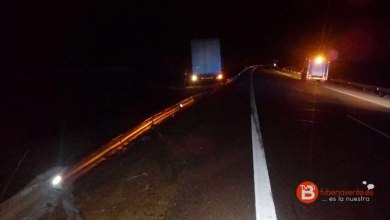 Photo of Un camión articulado se sale de la carretera en Cerecinos de Campos