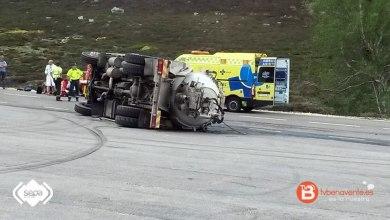 Photo of Dos heridos tras volcar un camión en la estación de esquí de San Isidro