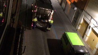Photo of El camión de la basura entra marcha atrás y sale en dirección prohibida