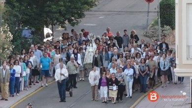 Photo of Un centenar de personas acude a la procesión del Rosario de la Aurora