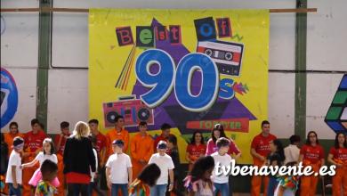 Photo of El colegio Virgen de la Vega viaja hacia los 90