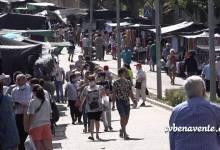 Photo of Primer día de mercadillo de la ropa en Benavente tras el confinamiento