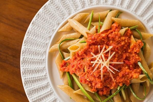 Tv Catia Fonseca receita Pasta com abobrinha e pesto de tomate seco