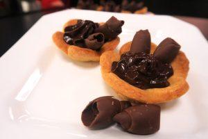 Surpreenda a família com essas deliciosas mini tortas de creme de avelã!