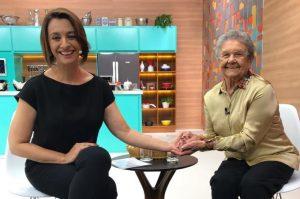 """Catia Fonseca homenageia Palmirinha no """"Melhor da Tarde"""""""