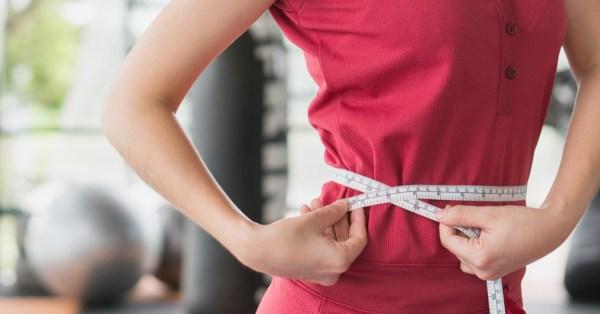 Tv Catia Fonseca Cuide da sua saúde Veja como dietas drásticas prejudicam você Fita métrica enrolada na cintura