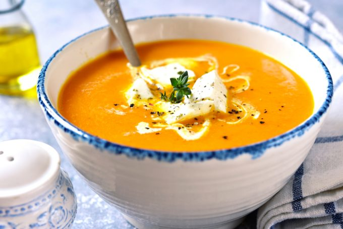 Sopa de cenoura com queijos da Catia!