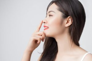 Como afinar o nariz com maquiagem por Luiz Mufato