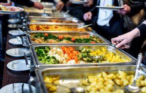 Como montar seu prato num self-service? por Dra. Andressa Heimbecher