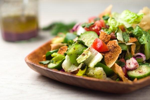 Tv Catia Fonseca Salada Fatuche: Faça uma salada típica da culinária árabe