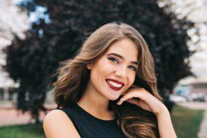 Como usar um batom vermelho no dia a dia por Bruna Soares