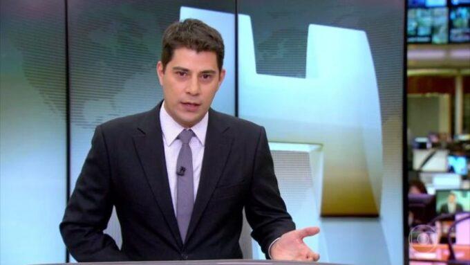 """Evaristo Costa, ex-apresentador da Globo é flagrado em nova emissora internacional e causa choque: """"Não acredito"""""""
