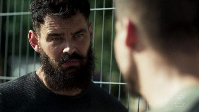 Órfãos da Terra: Com a polícia em seu cangote, Paul toma medida drástica para escapar da prisão
